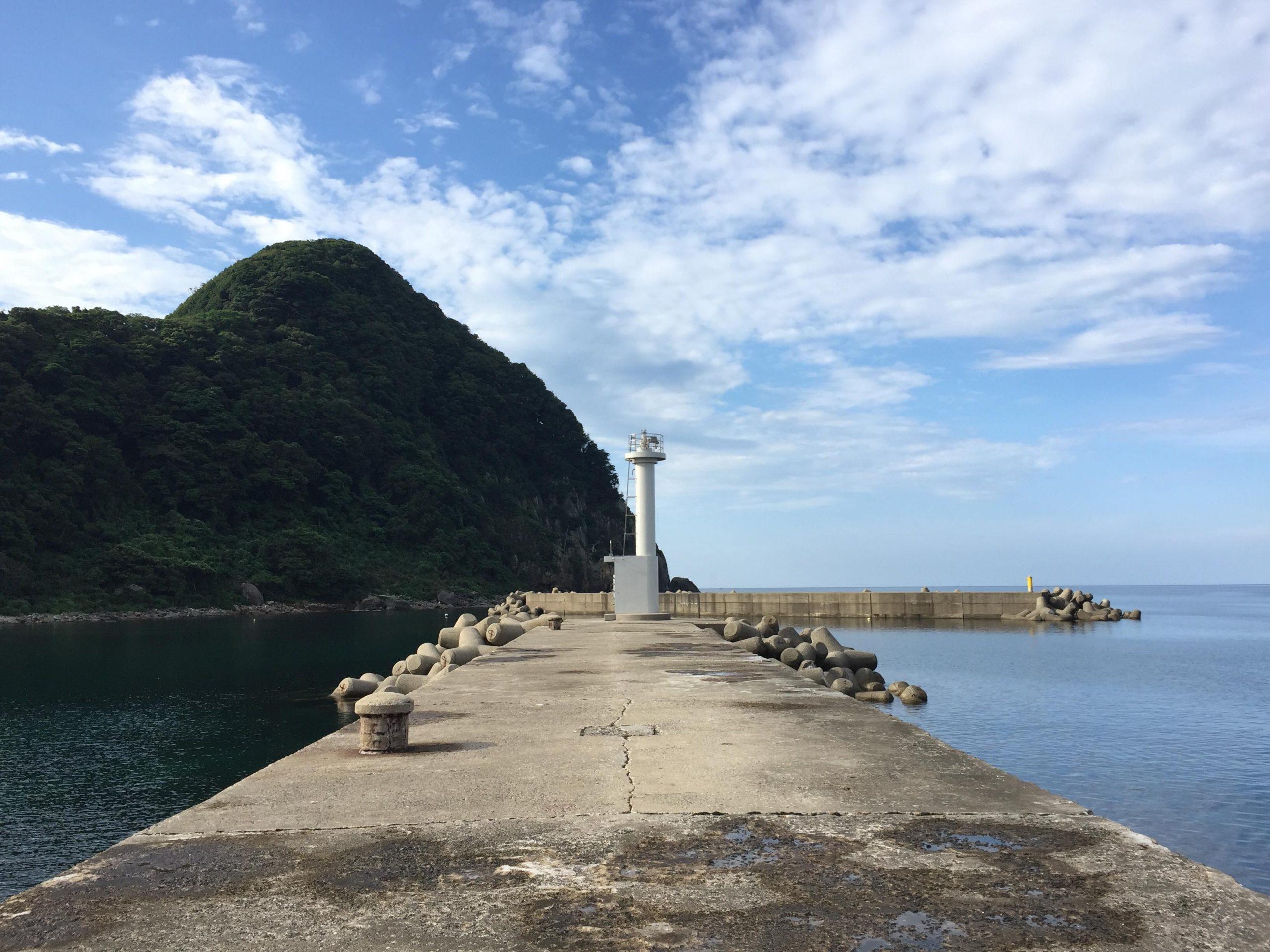 竹野港東防波堤灯台前